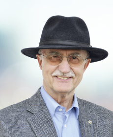 <b>Dr. med. Albin Kupfer</b><br>Facharzt f. HNO-Krankheiten, Gehörlosenbeauftragter